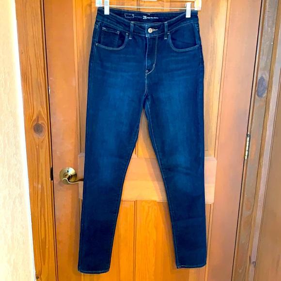 Like New Levi High Rise Skinny Blue Jeans
